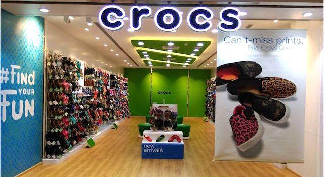 Tutup Kilang Terakhir, Crocs Nak Kekalkan Jualan $1 Bilion