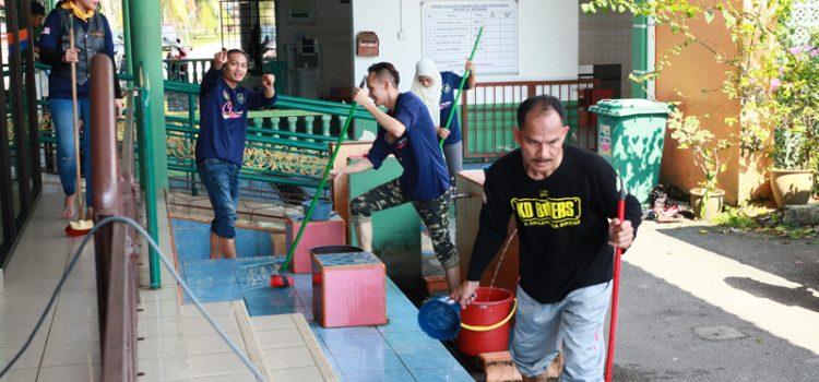 """Program """"Jom Cuci Masjid"""" – Bukan Sekadar Cuci Masjid Tetapi Mencuci Hati Yang Hitam"""