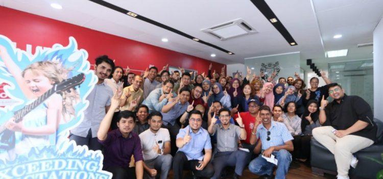 Terima Kasih! Kerana Anda Kami Capai 1 Juta Likes Di FB Page Azizan Osman Official