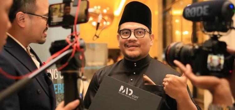 Dr Azizan Osman dan RichWorks Terima 2 Anugerah Global MADcon